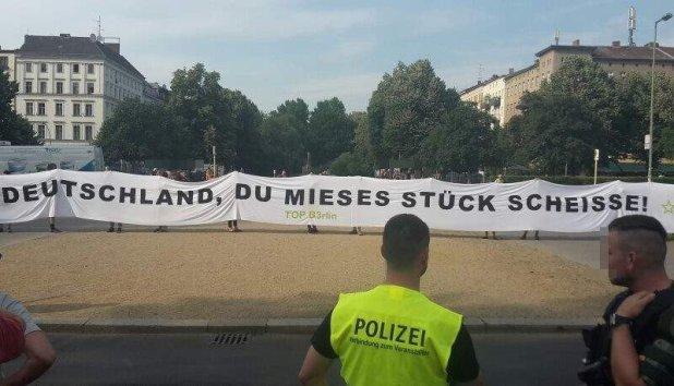 PLakat-Deutschland-Scheisse